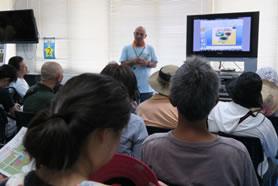 「ミニ講演会」にて市民へ丁寧に説明する講演者