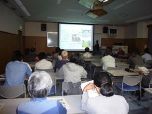 第37回熱研市民公開講座で熱心に聴講する市民