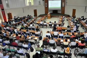 年次総会に集まったIITAの研究者たち(写真提供:IITA)