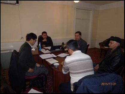 写真3 フェルメル評議会ホラズム支部 聞き取り調査(11月21日)