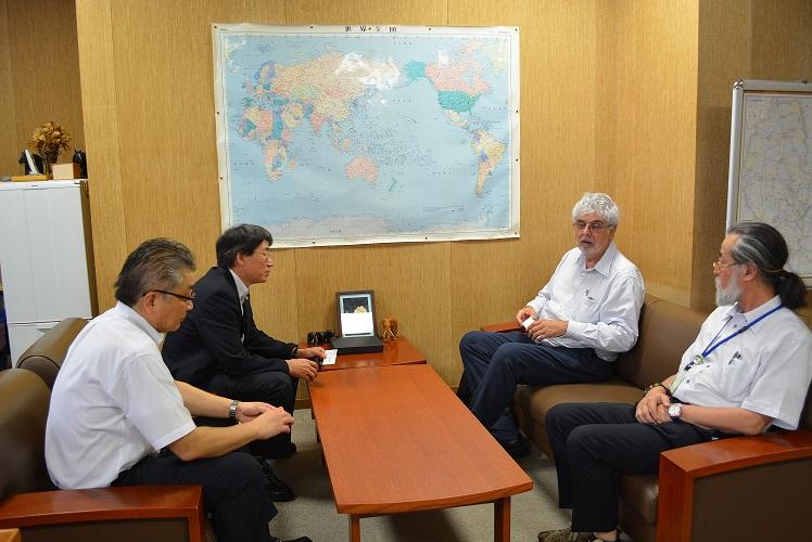 写真1 Habib取締役の小山理事表敬訪問