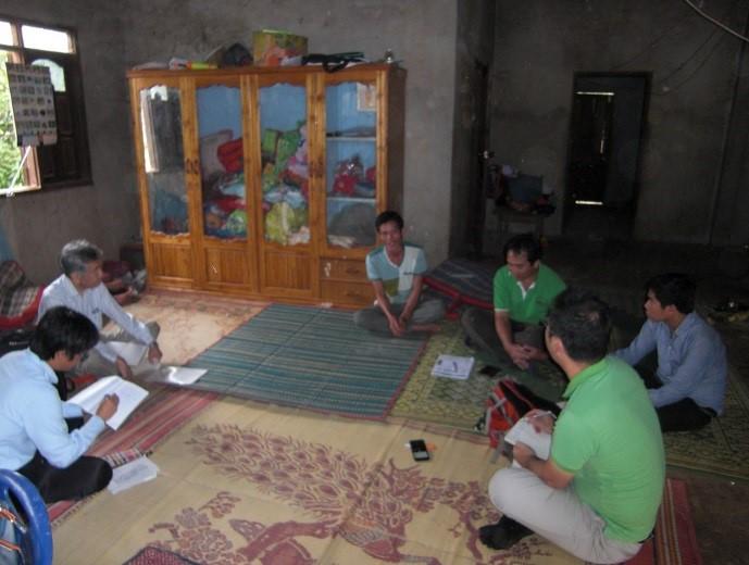 写真7 N村での聞き取り状況