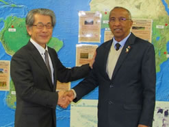 左:岩永理事長、右:RAVATOMANGA大臣