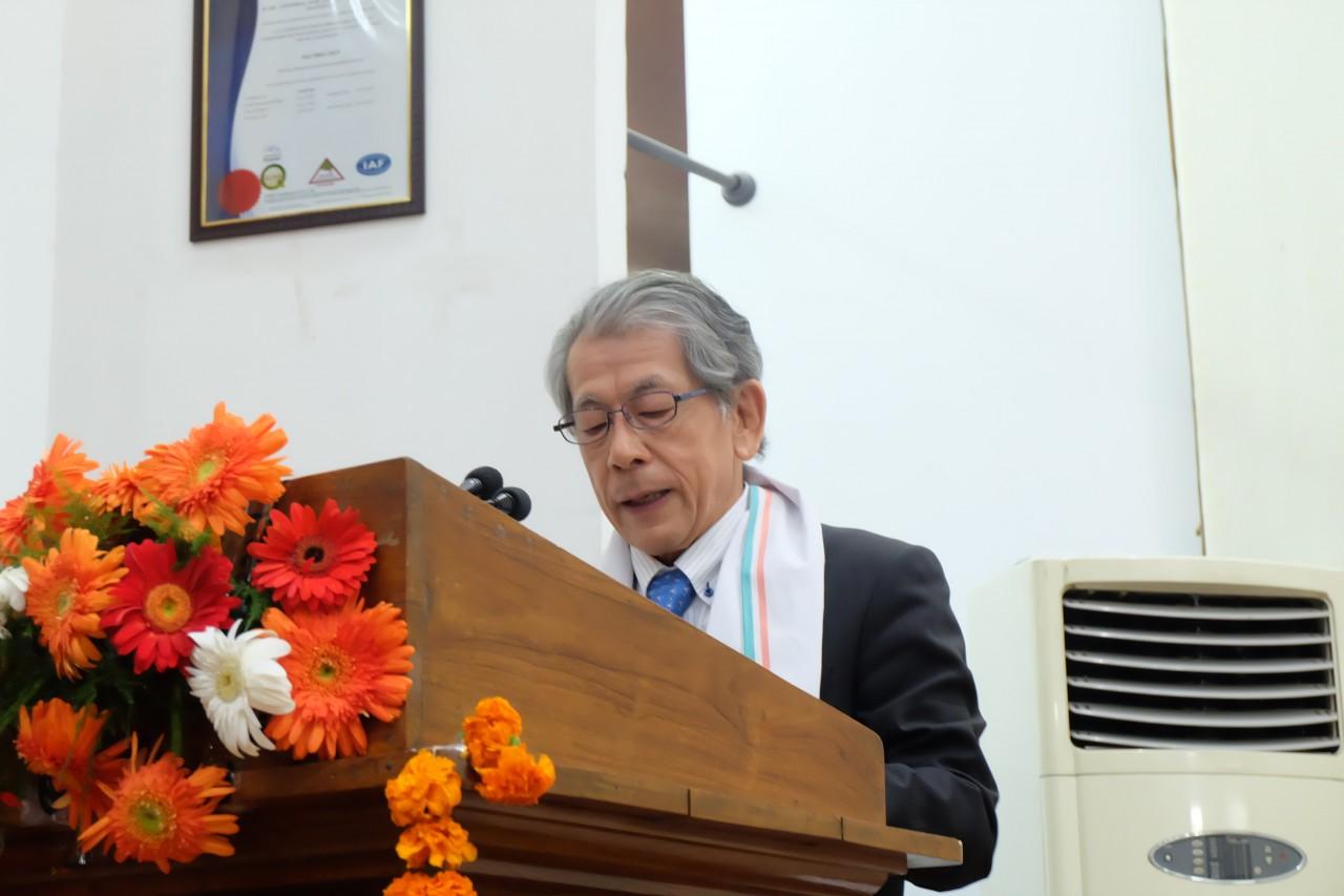 CSSRIの創立50周年の祝辞を述べる岩永理事長