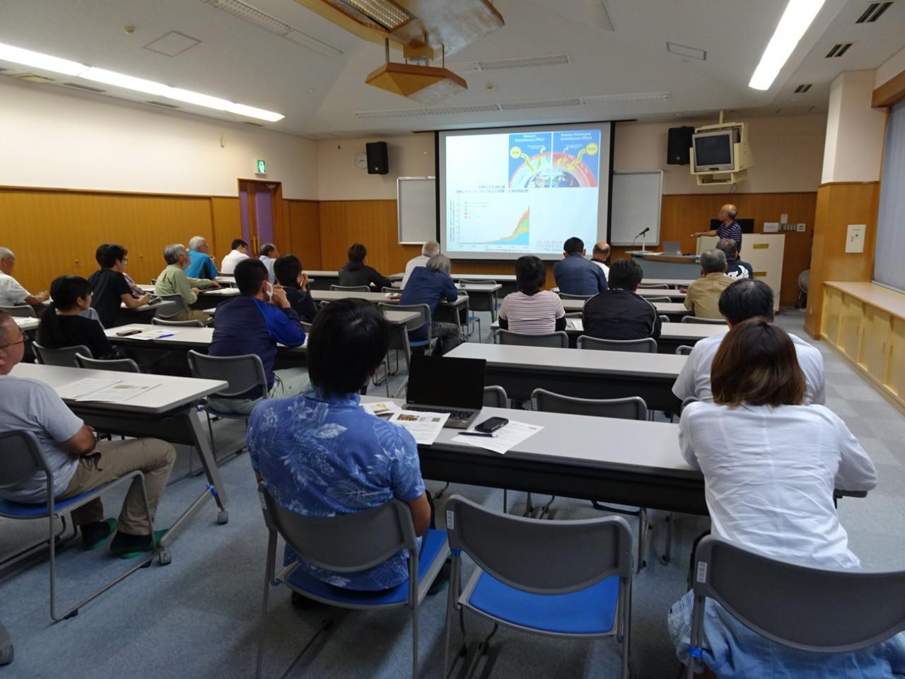 第47回熱研市民公開講座にて熱心に聴講する市民
