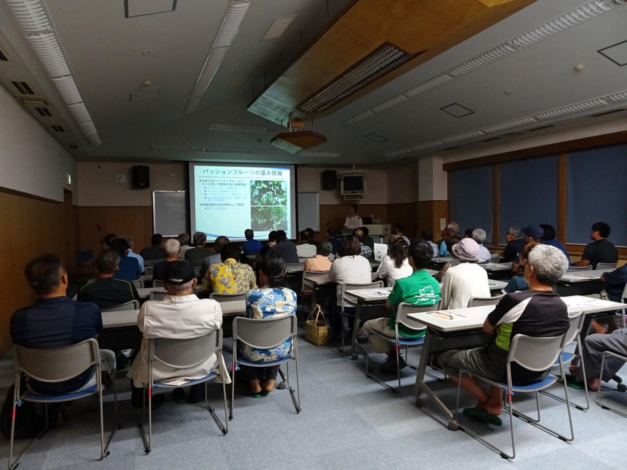 第45回熱研市民公開講座にて熱心に聴講する市民
