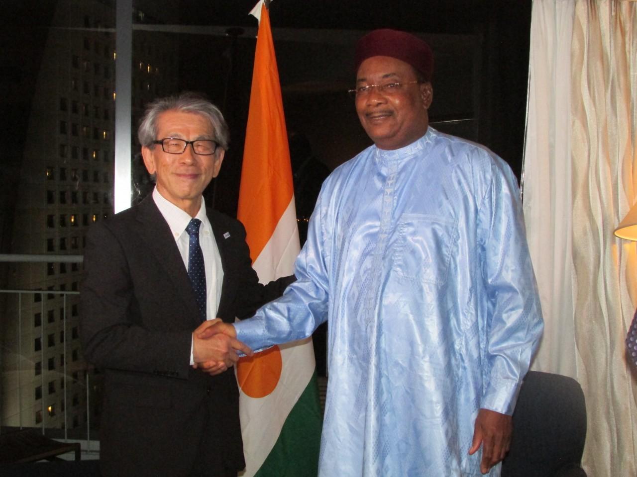 イスフ・マハマドゥ(Issoufou Mahamadou)ニジェール共和国大統領閣下と岩永理事長