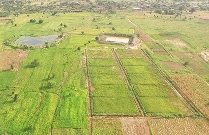 """The """"paired pond system"""" saves overflowing water by channeling it from an existing reservoir into a new reservoir, enabling us to utilize the water for supplementary irrigation in paddy fields."""