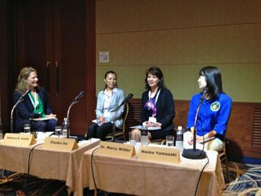 「STEM分野の女性」セッションの様子。(左から右: レベッカ K. グリーン氏、伊藤さやか氏、マーシー・ワイルダー氏、山崎直子氏)