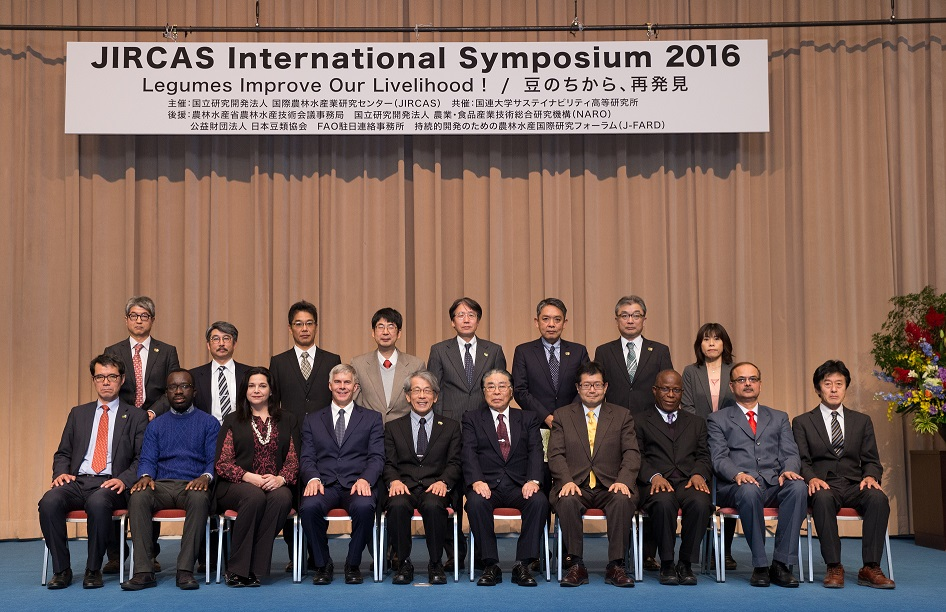 Session chairpersons and symposium speakers